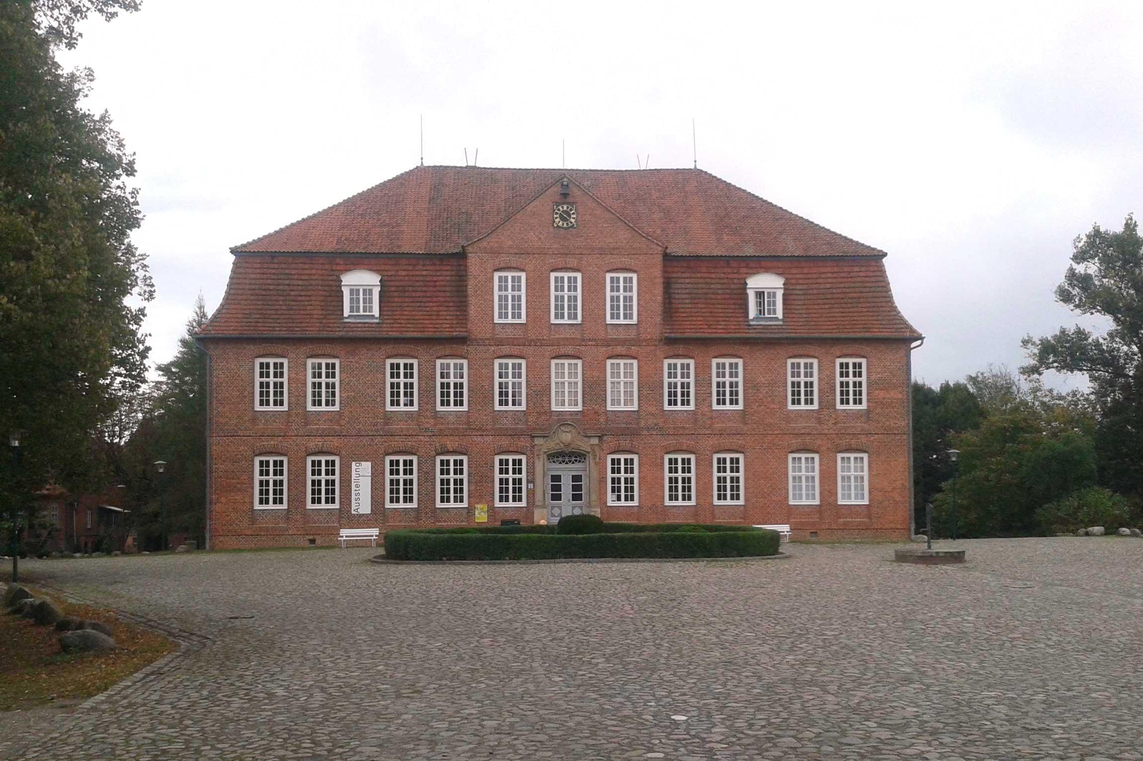 Schloss-Plueschow